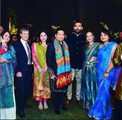Yuvraj Singh's Wedding reception & Sangeet in Delhi | Sachin tendulkar comes to yuvraj's delhi function
