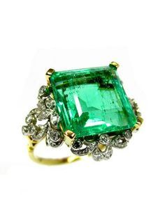 Trending New Wedding ring design ideas for Indian brides on a budget   Vintage Heirloom Wedding Ring Design with Emerald