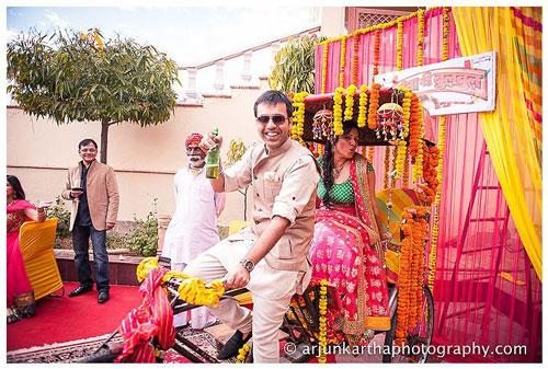 Groom and Bride exit ideas for Indian Weddings | vidai ideas | wedding send off ideas | couple exit ideas | Indian couple exit wedding groom and bride on a decorated rickshaw on wedding | rickshaw mehndi