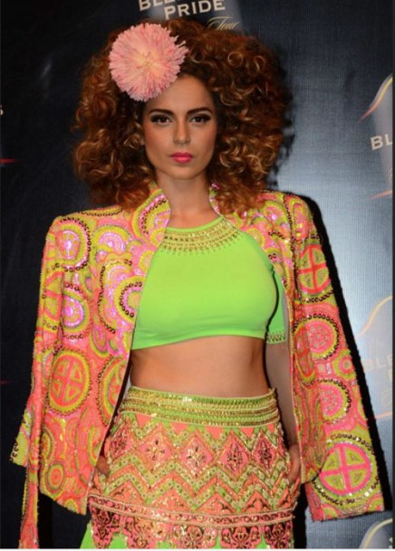 Kangana Ranaut wears a Manish Arora Jacket | Manish Arora's collection 2016 Blender's Pride | Mehndi outfit Ideas to steal from Manish Arora's New Collection