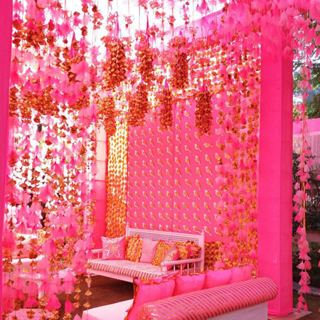 Bridal bed to the mehndi swing bridal seat ideas from for Mehndi decoration