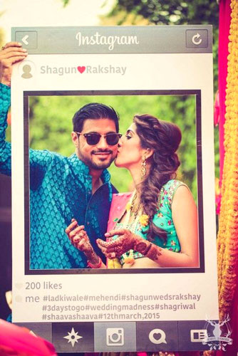 photo op Indian groom and bride in an Instagram frame | Indian wedding photoshoot ideas | Indian bride in pretty pink gown | Indian wedding photo booth ideas | Photo Op ideas | fun wedding photos