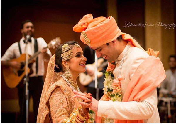 Coordinated outfits, Tips for Couple outfits | Bride's lehenga matching the groom's saafa | Brume & Simran Photography