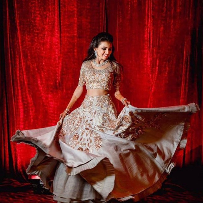 must have wedding pics for your wedding album | the bridal twirl photos | Indian bride masoom in a grey and gold lehengas