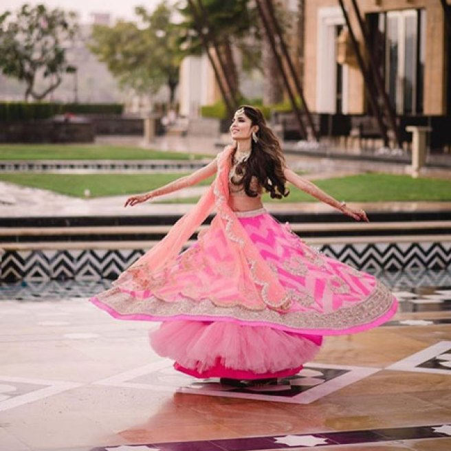 must have wedding pics for your wedding album | the bridal twirl photos | Indian bride in a pretty pink geometric print lehengas with a silver blouse