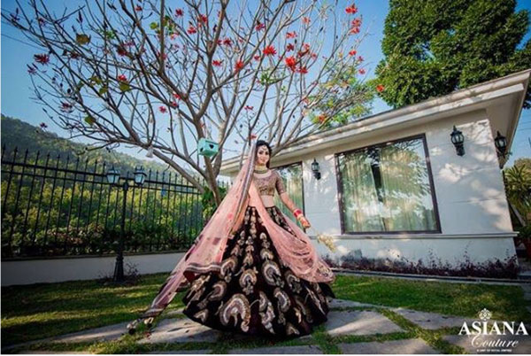 must have wedding pics for your wedding album | the bridal twirl photos | Indian bride in a Burgundy velvet lehengas with silver and pink detailing
