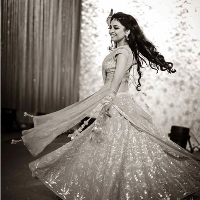must have wedding pics for your wedding album | the bridal twirl photos | Indian bride in a pretty gotta lehenga shot in black and white frames