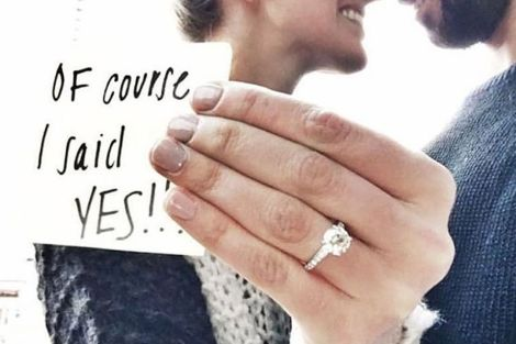 Ring photo idea| engaged | engagement announcement | Proposal ideas| engagement ring| instagram | wedding photo| pre wedding shoot |fiancé