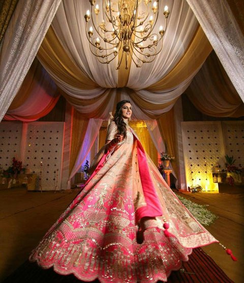 must have wedding pics for your wedding album | the bridal twirl photos | Indian bride in a shaded pink ombre lehengha with stunning gold embroidery