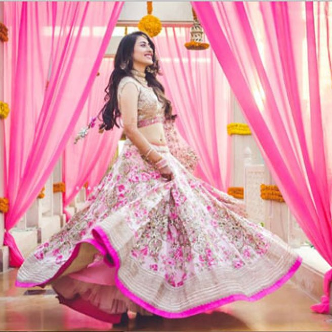 must have wedding pics for your wedding album | the bridal twirl photos | Indian bride in a pink and ivory floral lehenga with pink detailing