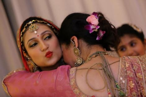 Indian Bride with her mother. | Indian bride pouting with her mother on her shoulder | Kundan maantika for Bride
