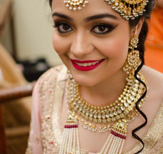 paasa designs | new bridal jhoomar designs | pretty jhoomar design | pretty Kundan boat paasa with white and red peal strings | Deepti Khaitan