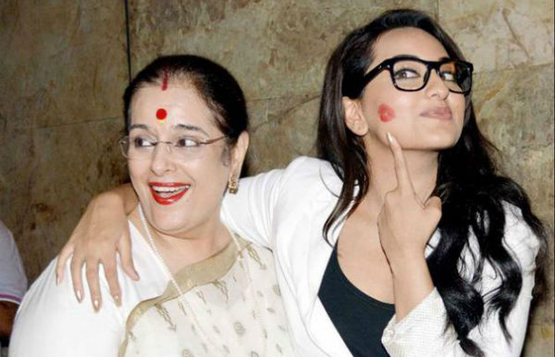 Mother daughter photos you must have together from your wedding | Things you love about your Indian Mother | Miss your mom thoughts | Sonam and mother kiss on the cheek