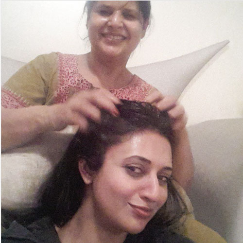 Mother daughter photos you must have together from your wedding | Things you love about your Indian Mother | Miss your mom thoughts | Divyanka Tripathi and her mom | Divyanka Tripathy champi