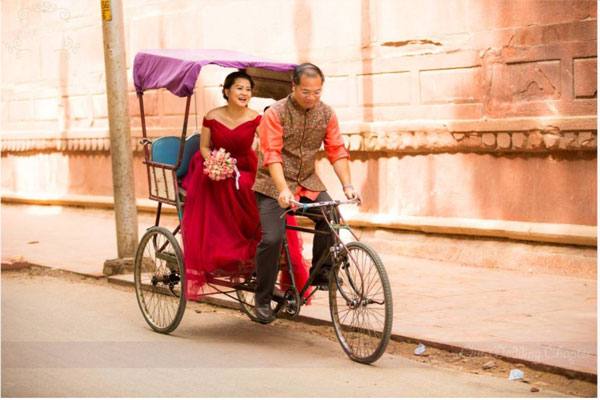 Couple in a rickshaw | post wedding photoshoot in India | Chinese Couple photoshoot in India | Couple shoot in jaipur jodhpur and Agra