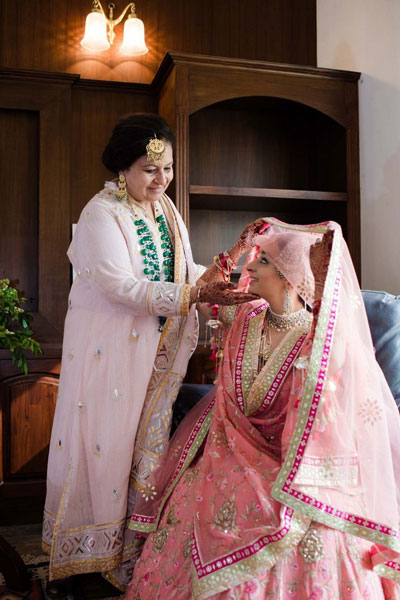 Indian Bride with her mother | Mother of the bride photos | Mother of the bride sees daughter in wedding outfit | bride in pastel Pink outfit