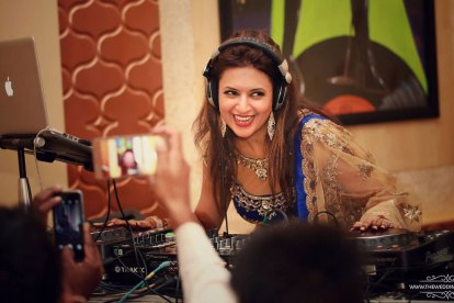 latest Sangeet songs | 2017 wedding songs | sangeet playlist for every indian bride and relative |Divyanka Tripathi paying DJ at her wedding