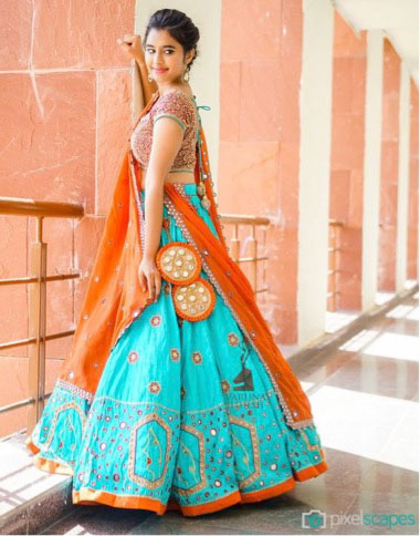lehenga latkan ideas to spruce up your wedding lehenga | personalised latkans in different shapes | Orange and gold huge lehenga latkans with mirror