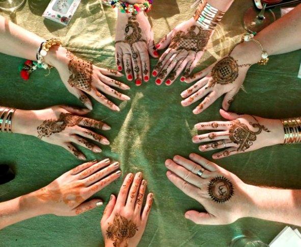Samiksha and Tony | NRI couple | Lutyens Delhi wedding | The bridesmaods and family memebers with beautiful mehendi in their hands.