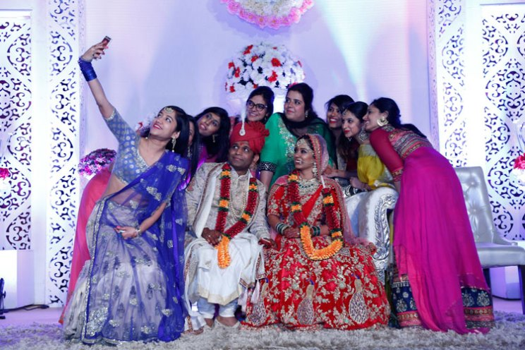 Apoorva and Arjun | Stunning wedding | Kanpur wedding | The bride, groom and their perfect selfie moment with the bridesmaids.