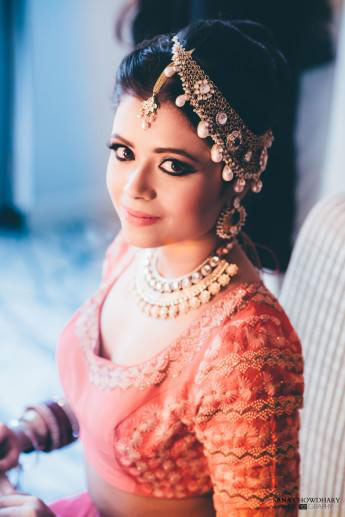 New bridal jewellery trends with these fab mathapatti designs | Indian bride wearing a gold necklace as a mathapatti on one side | Sana Chowdhry Photography