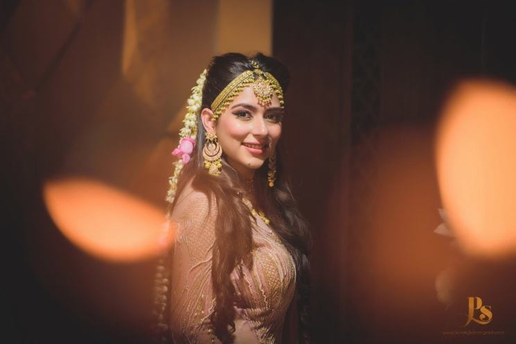 Flower hair jewellery on bride | Trending AF in 2017 – Some of the NEW WEDDING TRENDS you need to know!