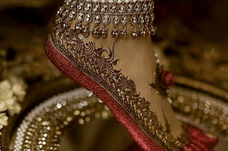Payal with mehendi | Trending Indian anklet ideas - Bridal Payal designs