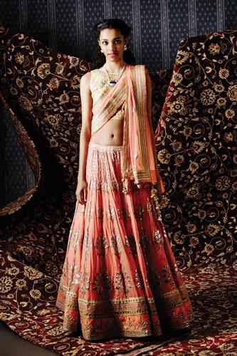 Dupatta draping styles | bridal dupatta draping ideas | cross body pallu drape | peach and gold lehengas with a pretty peach dupatta
