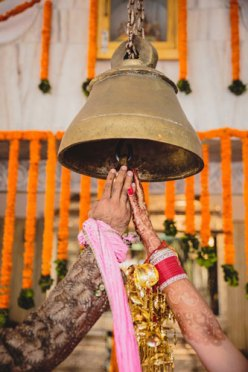 Nimisha and Hemant | Temple wedding in Delhi | The bride and the groom ringing the temple bell.