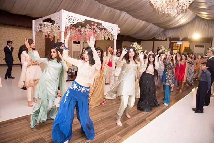 Blogger bride Humna's Pakistani wedding | shehendi dance | brides friends dancing ta the wedding sangeet