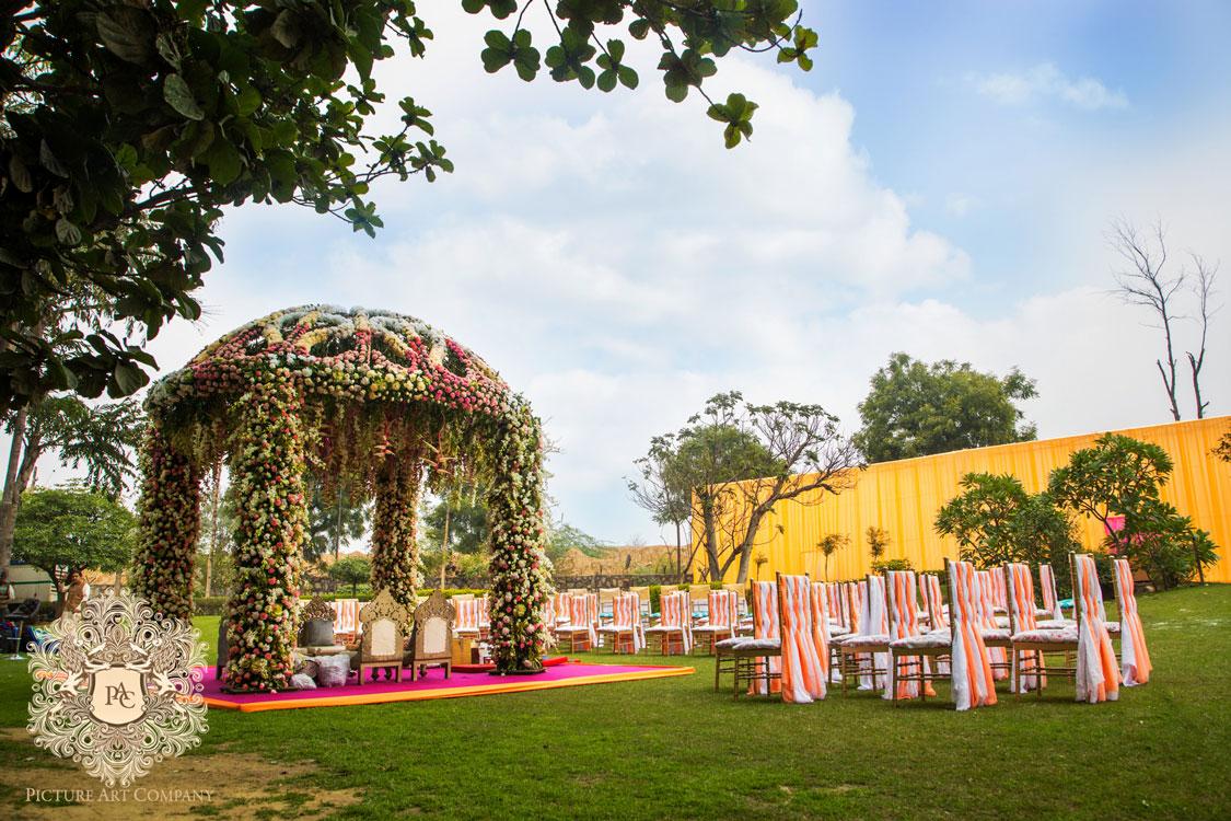 Farm house weddings in Delhi   genes ban   pretty day wedding with a gorgeous mandap