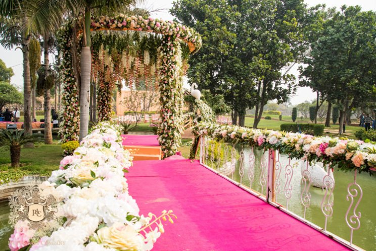 Farm house weddings in Delhi | genes ban | pretty day wedding with a gorgeous mandap