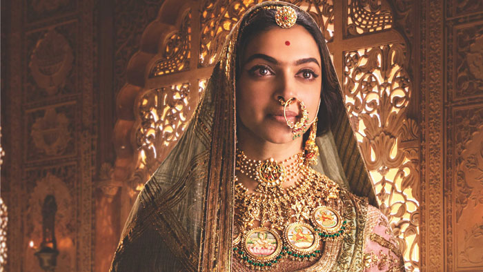 Deepika padrone's pink and blue motif jewellery in Padmavati