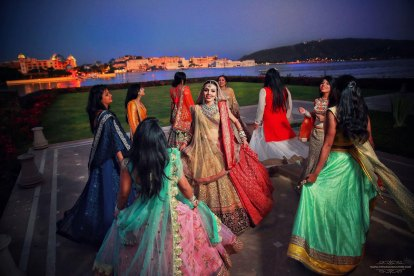 twirl with your girls |Bridal Solo Dance – 5 tricks to NAIL that performance!