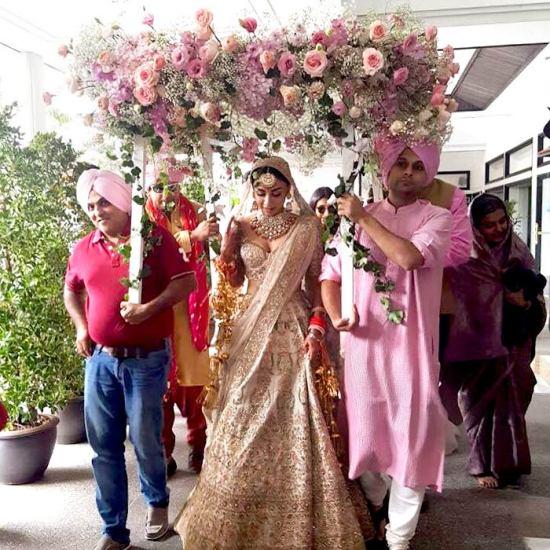 Phoolon ki chadar entry   #CelebrityWedding done right – Amrita Puri's dreamy Bangkok wedding was such a stunning sight!