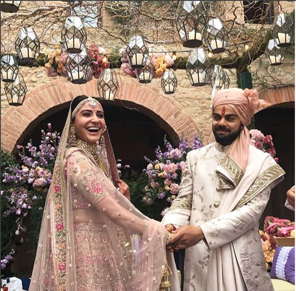 virat kolli and Nanushka sharma wedding in Tuscany | Anushka Sharma in a gorgeous Sabyasachi outfit