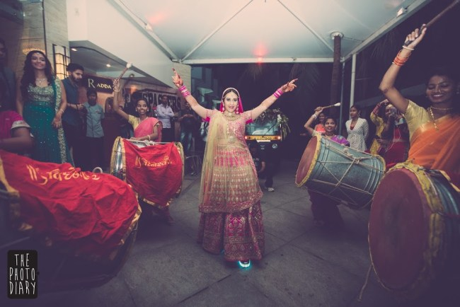 Bride with female dholakwalas | #JustMaaruThings – Ideas to Celebrate your Teej Function in style