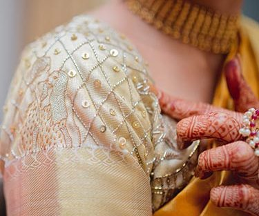 Namrata & Kiran | Personalized wedding in Hyderabad | southindia style wedding ceremony |Bride in a white and gold silk saree | Gold and cutdaana personalised wedding blouse