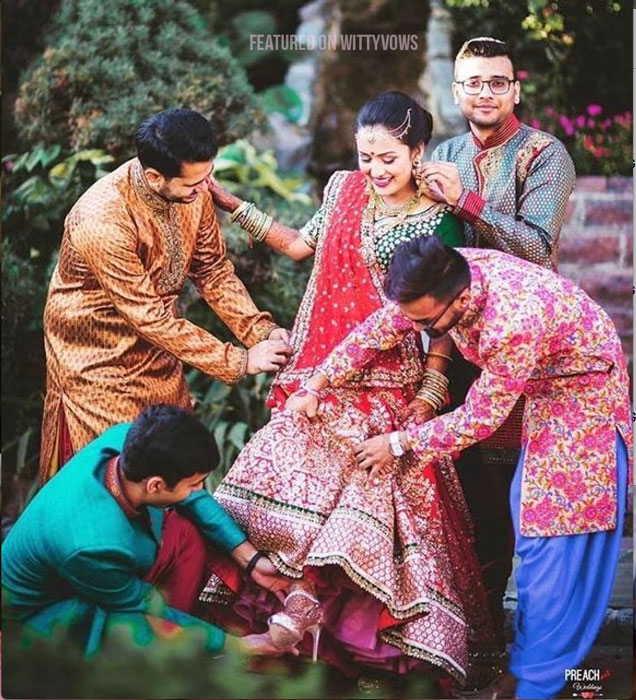 Indian bride with her brothers | Poses for the brother of the bride photos for your wedding | Indian wedding trends 2018 | Sister