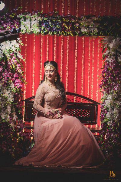 Bride on teej on jhoola | #JustMaaruThings - New TEEJ trends make it the new MINI MEHENDI