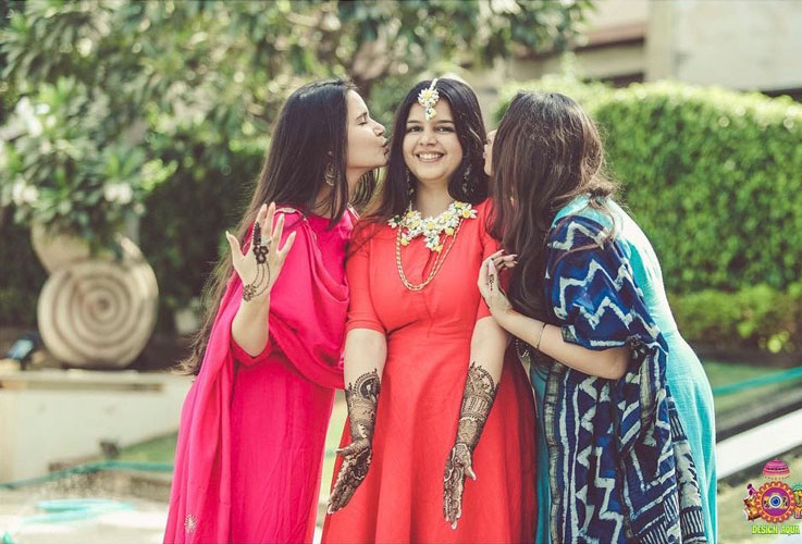 Sister of the bride   Indian bridesmaids   Shiv Shakti Sachdev   Indian weddings   Maid of Honour   Indian wedding Photography   Photos every bridesmaid needs   Candid pictures   Mehendi ideas  