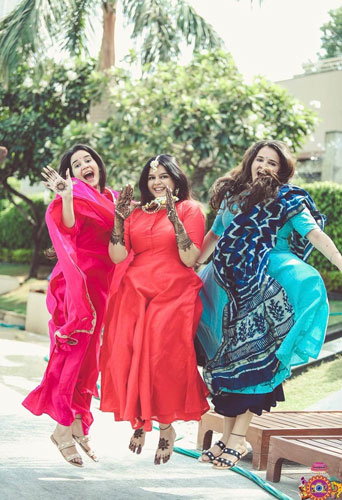 Sister of the bride | Indian bridesmaids | Shiv Shakti Sachdev | Indian weddings | Maid of Honour | Indian wedding Photography | Photos every bridesmaid needs | Candid pictures |