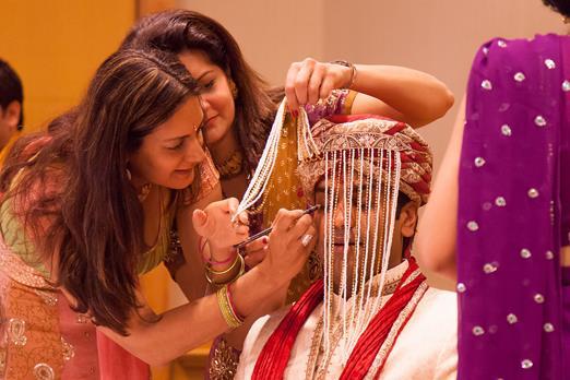Indian Weddings | Sister-Brother goals | Sister of the Groom duties | Indian Wedding Traditions | Indian Bridesmaids | Fun Wedding Moments | Kaajal lagane ki rasam | Baraat | Indian wedding photography | candid moments |