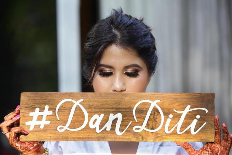 Danditi | Dhanurdhar and Aditi | Delhi Wedding | Holi Party | Destination weddings | Indian brides | Indian wedding Photography | Personalised Cute Details | Smoke Bombs in Holi Party | Mehendi decor ideas | Mehendi ideas | Bride and groom |