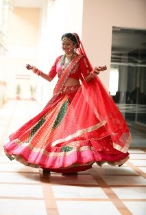Tanushree and Abhineet | Real Indian Weddings | Featured on WittyVows | Red lehenga in Leheriya |