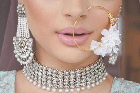 Floral nath ideas | 2019 bridal trends | Nose Ring | Traditional Indian jewellery | Flower jewelry | Real flowers in Nath | Mehendi jewelry ideas | Dry flower jewelry |