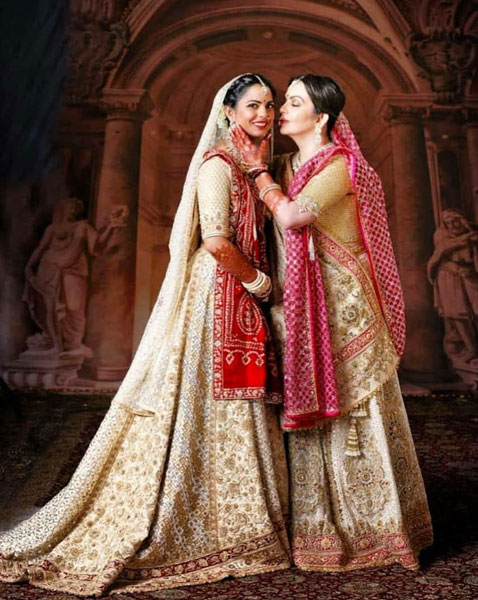 Isha ambani with mom Nita mabnai wearing a bandhej wedding dupatta