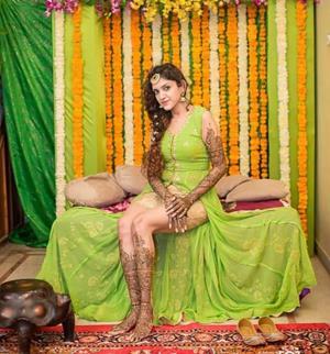 | Candid bridal photography | Wedding photography | Mehendi ceremony | happy brides | Indian weddings | Indian bride | Cheap bridal outfits | budget brides | Mehendi look ideas |