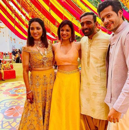 Neeti Mohan wedding | Neeti Mohan with husband at their mehendi in hyderabad | Neeti Mohan in a yellow lehenga