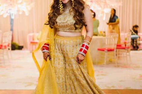Outfit by JADE | Yellow lehenga | Trishala Love Bug | Wedding Blogger | Mrinanili Chandra jewllery | Bridal Makeup | Bridesmaids | Indian bridesmaids | Wedding Photography | The Wedding Salad |
